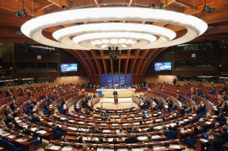 Hội đồng châu Âu dỡ trừng phạt Nga, phái đoàn Ukraine giận dữ bỏ họp