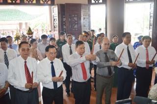 Lãnh đạo tỉnh viếng và dâng hương tại Đền thờ Nguyễn Đình Chiểu