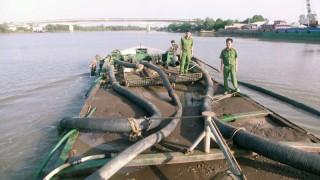 Thạnh Phú xử phạt hơn 21 vụ khai thác cát trái phép