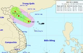 Bão số 2 tiến gần đất liền, Thanh Hóa đến Thừa Thiên Huế đang mưa to
