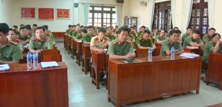 Khai giảng lớp bồi dưỡng chính trị dành cho đảng viên mới