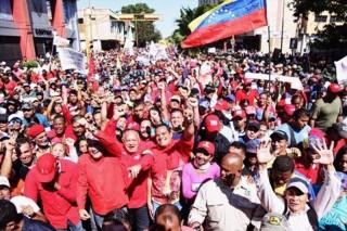 Người dân Venezuela tuần hành ủng hộ Tổng thống Nicolas Maduro