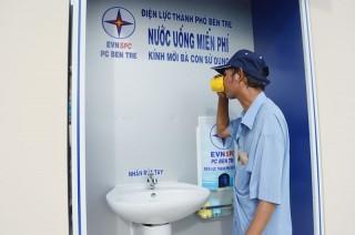 Điện lực TP. Bến Tre lắp đặt bình nước uống và bồn rửa mặt, rửa tay miễn phí