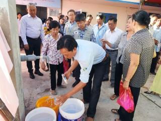 Bàn giao hệ thống lọc mặn RO cho Nhà máy nước xã Tân Bình
