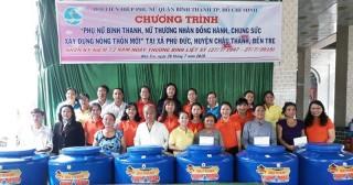 Trao bồn chứa nước cho gia đình chính sách xã Phú Đức, huyện Châu Thành