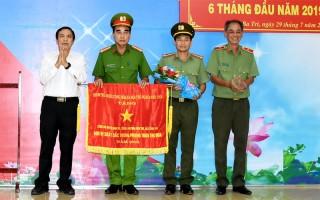 Công an huyện Ba Tri sơ kết công tác 6 tháng đầu năm 2019 và nhận Cờ thi đua của Chính phủ