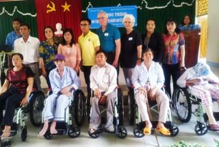 Trao tặng xe lăn cho người khuyết tật năm 2019 tại Bình Đại