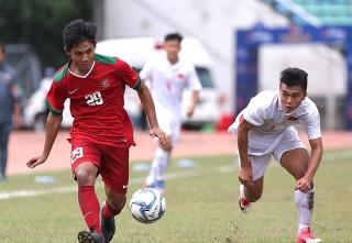 U18 Đông Nam Á:  Indonesia mưa bàn thắng vào lưới Philippines