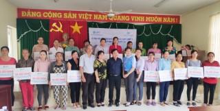 Trao vốn tín dụng cho 20 hộ phụ nữ ở huyện Chợ Lách