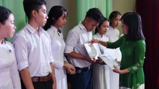 230 học sinh nhận học bổng Hồ Hảo Hớn và xe đạp