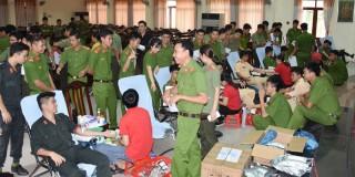 130 cán bộ, đoàn viên đăng ký hiến máu tình nguyện