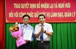 Trao quyết định nghỉ hưu, bổ nhiệm lại đối với công chức giữ chức vụ lãnh đạo, quản lý