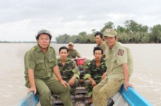 Người dân ấp Bình Trung an tâm khi có đội dân phòng