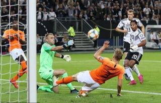 Hà Lan đánh bại Đức 4-2
