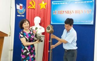 Bảo tàng Báo chí Việt Nam tiếp nhận hiện vật tại Bến Tre
