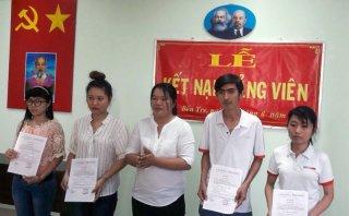 Toàn tỉnh kết nạp 957 đảng viên mới