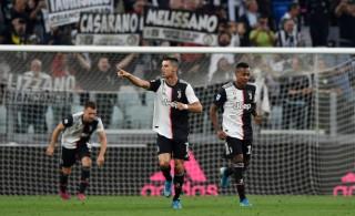 Juventus đánh bại Hellas Verona