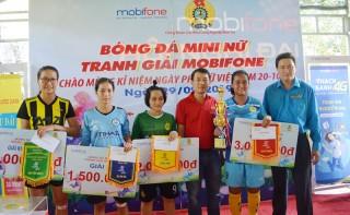 Công nhân lao động tranh Giải bóng đá mini nữ