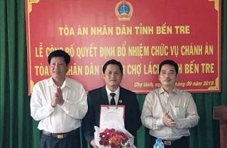 Trao quyết định bổ nhiệm Chánh án Tòa án nhân dân huyện Chợ Lách