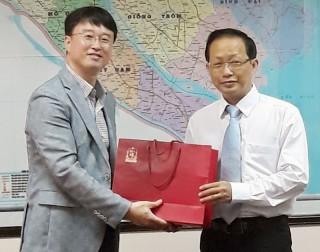 Tổ chức Global Vision, Tập đoàn Kyobo life Hàn Quốc đến làm việc tại Bến Tre
