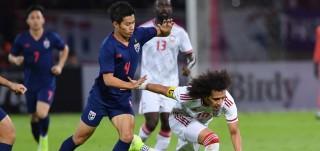 Thái Lan đánh bại UAE vươn lên chiếm ngôi đầu bảng G