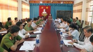 Huyện ủy Giồng Trôm làm việc với Đảng ủy Công an huyện