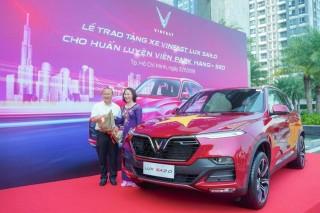 HLV Park Hang Seo được tặng xe VinFast Lux SA 2.0 hơn 1,8 tỷ đồng