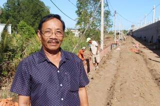 Ông Hai Quang nhiệt tình hiến đất làm đường