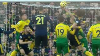 Arsenal may mắn thoát thua Norwich trong ngày HLV Freddie Ljungberg ra mắt