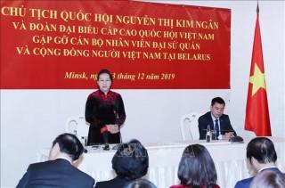 Chủ tịch Quốc hội gặp cán bộ Đại sứ quán và cộng đồng người Việt Nam tại Belarus