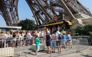 Tháp Eiffel đóng cửa do nhân viên đình công