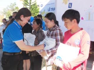 CEP Bến Tre trao tặng quà Tết xuân Canh Tý cho thành viên nghèo