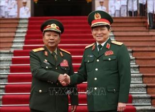 Bộ trưởng Bộ Quốc phòng Lào thăm, làm việc tại Việt Nam