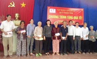 Đoàn đại biểu Quốc hội tỉnh tặng quà Tết cho hộ nghèo