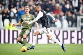 Ronaldo lập hat-trick đầu tiên tại Serie A