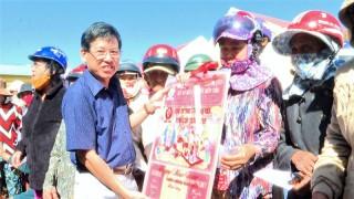 Lãnh đạo huyện Thạnh Phú và TP. Bến Tre thăm dân vùng kinh tế