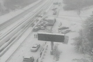 Bão tuyết tàn phá 5 bang ở Mỹ, ít nhất 10 người chết
