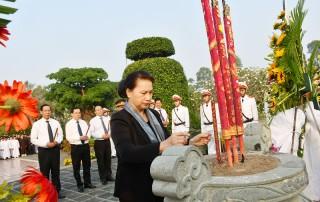 Chủ tịch Quốc hội Nguyễn Thị Kim Ngân viếng Nghĩa trang Liệt sĩ tỉnh