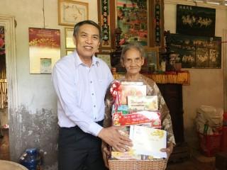Chủ tịch UBND tỉnh Cao Văn Trọng thăm, chúc Tết gia đình chính sách