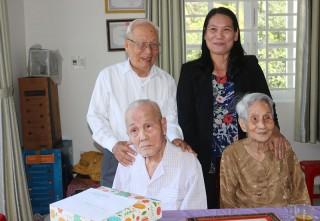 Thăm, trao thiếp mừng thọ cho công dân 100 tuổi