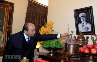 Thủ tướng dâng hướng tưởng nhớ lãnh đạo Đảng, Nhà nước