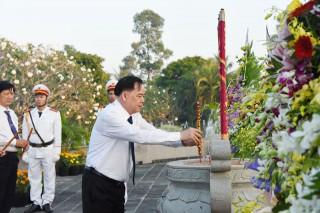 Lãnh đạo tỉnh viếng Nghĩa trang liệt sĩ