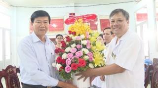 Lãnh đạo huyện Thạnh Phú chúc mừng Ngày thầy thuốc Việt Nam 27-2