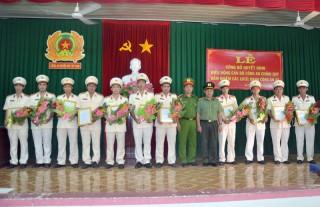 Mỏ Cày Nam điều động công an chính quy về công an các xã