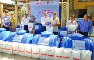 Gần 5 ngàn hộ dân cần hỗ trợ dụng cụ trữ nước ngọt