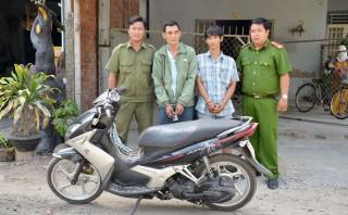 Bắt hai đối tượng trộm xe mô tô