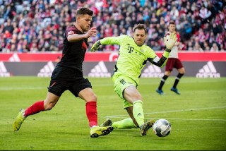 Mueller và Goretzka lập công, Bayern vượt Dortmund 4 điểm