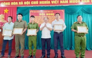 Bình Đại khen thưởng 12 tập thể, cá nhân trong phòng chống tội phạm