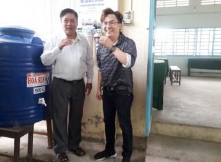 Bàn giao 10 máy lọc nước cho huyện Mỏ Cày Bắc và Châu Thành