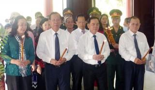 Lễ dâng hương Nữ tướng Nguyễn Thị Định